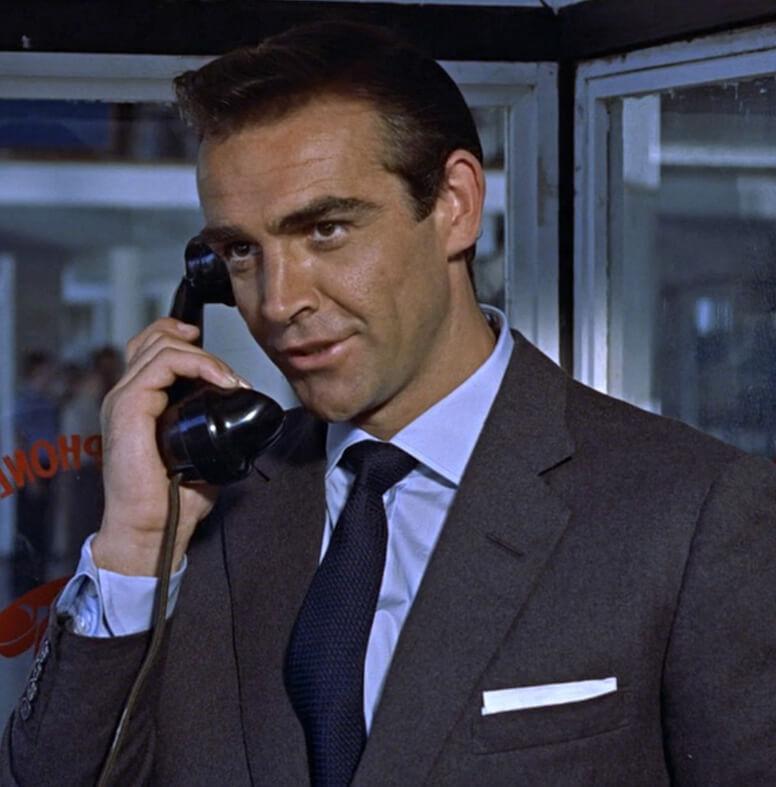 Sean Connery v šedom saku