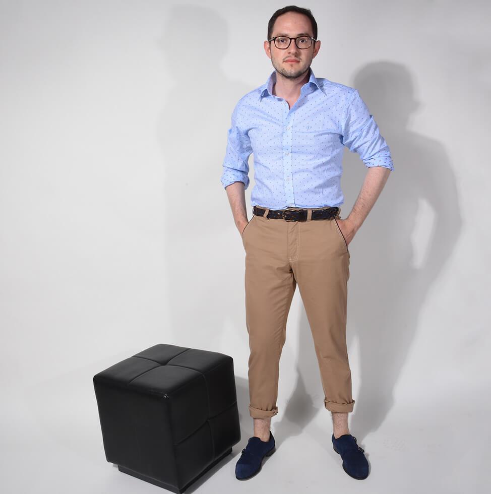 Slim fit printová košeľa a tmavomodré jeansy - ALAIN DELON