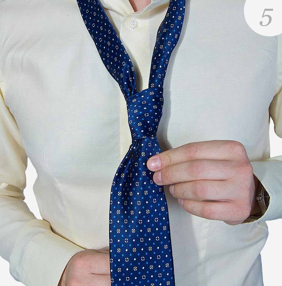 Viazanie-kravaty-krok-5