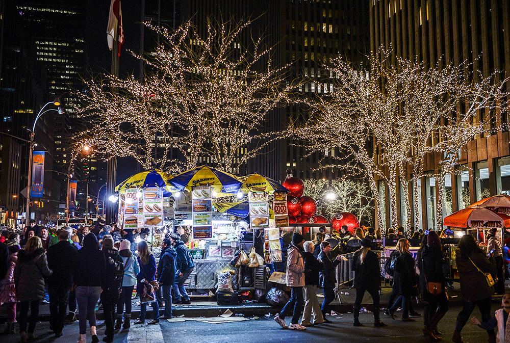 Vianočná atmosféra, ktorú je cítiť všade - Alain Delon